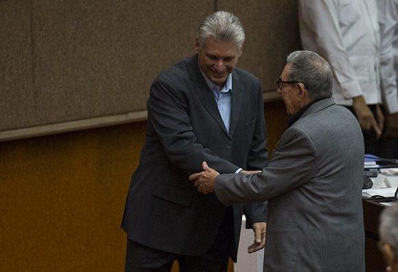 Con presencia de Raúl Castro y Díaz-Canel, inició la mañana de hoy sesión del Parlamento cubano