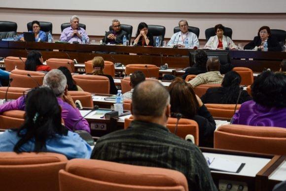 La Educación en el Parlamento: Poner el sistema de formación más en línea con la demanda real del país