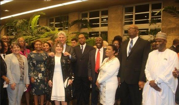 El Presidente cubano con embajadores de África. Foto: Cuenta de Twitter de Bruno Rodríguez, Canciller