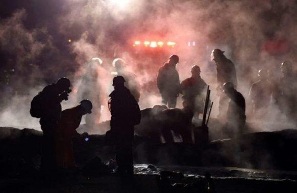 Suman 85 los fallecidos por explosión en ducto de combustible en México