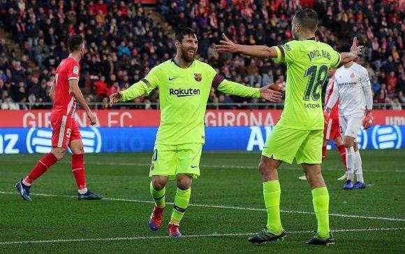 Messi festeja junto a Jordi Alba. Foto  AP. ce598a86cfc