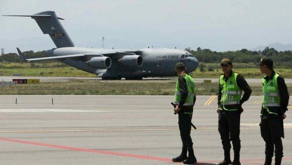 Aviones de transporte militar pesado de largo alcance C-17 Globemaster III aterrizan en Cúcuta, Colombia. Foto: Telemundo