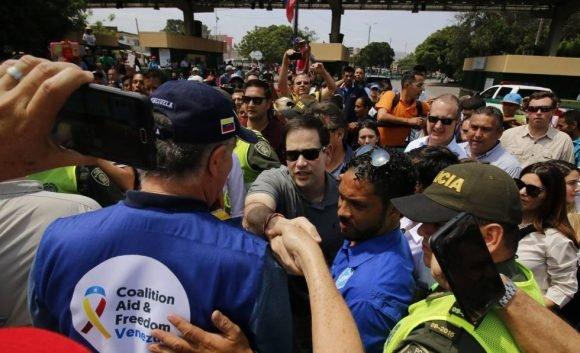 El senador Marco Rubio, uno de los promotores de la agresión contra Venezuela, visita la frontera en la región de Cúcuta. Foto: AFP