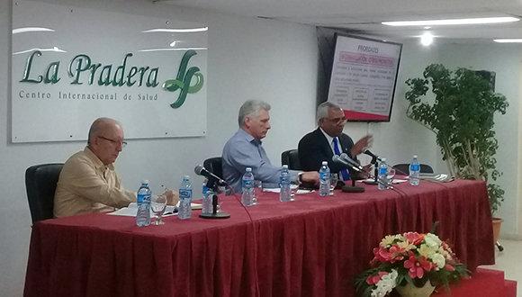 Presidente de Cuba asiste a balances de los ministerios de Salud y Justicia