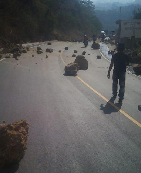 Derrumbes en ruta Reu-Xela tras fuerte sismo, no se reportan personas heridas. Foto: Prensa Libre