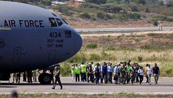"""Un avión militar estadounidense con """"ayuda humanitaria"""" para Venezuela aterriza en el aeropuerto de Cúcuta, Colombia. Foto: Reuters."""