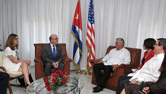 Presidente cubano se reúne con congresista estadounidense