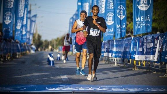 Más de mil competidores toman Varadero en su segunda Media Maratón