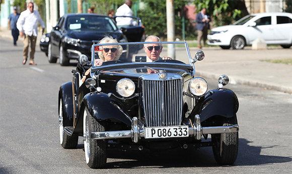 Heredero del trono del Reino Unido y su esposa recorren capital cubana (+ Fotos)