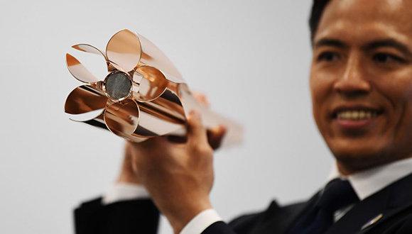 Develan llama olímpica de Tokio 2020, inspirada en la flor de cerezo