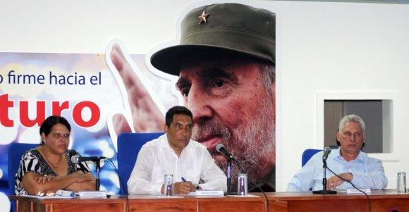 Díaz-Canel participa en entrega de viviendas a damnificados en La Habana
