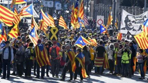 Miles de independentistas se manifiestan en Madrid contra el juicio al procés
