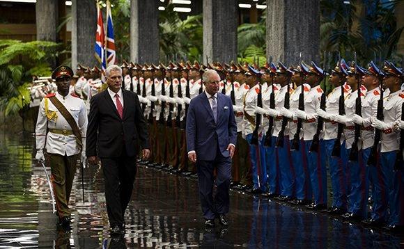 Recibió presidente cubano a heredero de la corona británica