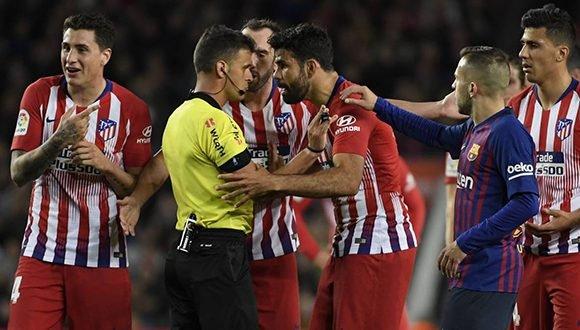 bb9cc0c9b423b Barcelona se impone 2-0 al Atlético en juego marcado por expulsión ...