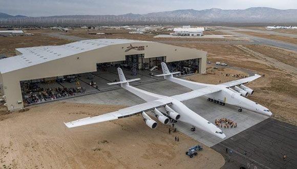 Realizan con éxito pruebas de vuelo del avión más grande del mundo
