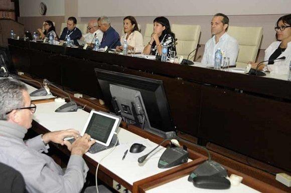 Diputados cubanos conocen novedades en política de Ciencia, Tecnología e Innovación