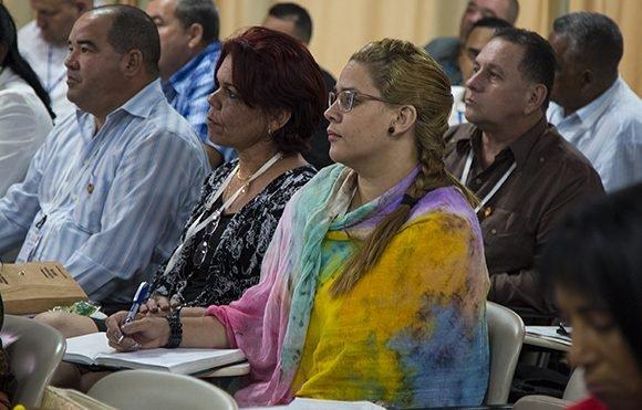 Diputados de la comisión de Industria, Construcciones y Energía de la ANPP. Foto: Irene Pérez/ Cubadebate