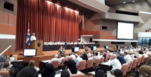 Llama Díaz Canel a estabilizar cuadro básico de medicamentos y elevar exportación de productos biotecnológicos cubanos