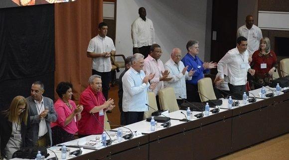 Participa Díaz-Canel en debate en comisiones de XXI Congreso de la CTC
