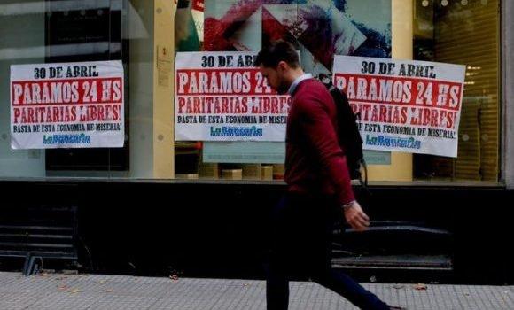 Macri revive el fantasma de la crisis y trabajadores realizan paro general