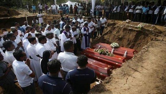 Se eleva a más de 320 el número de muertos por atentados en Sri Lanka