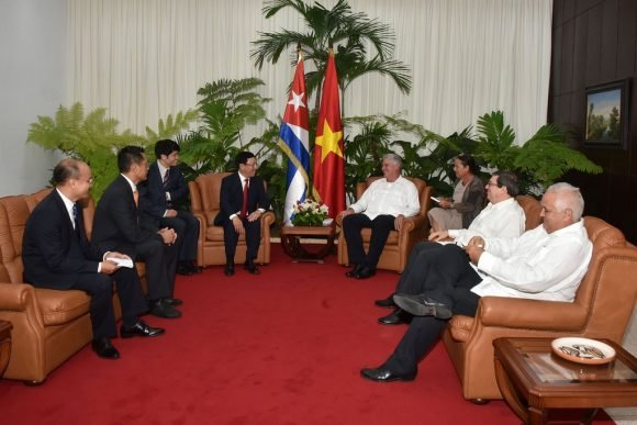 Diaz-Canel meets with Vietnam Foreign Minister
