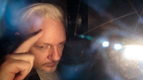 Assange falta a vista, WikiLeaks dice temer por su salud