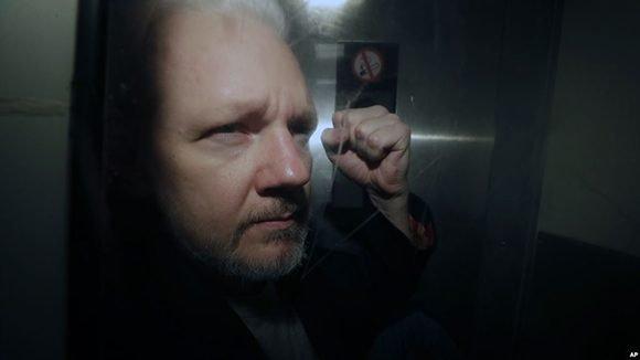 Julian Assange fue trasladado a la enfermería de la prisión