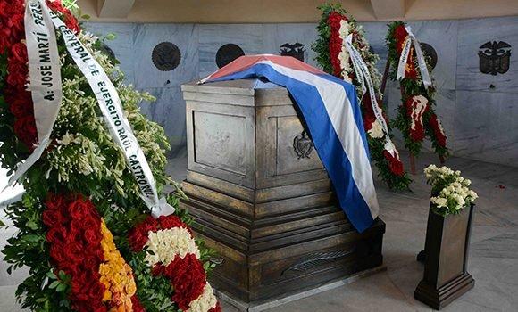 Tributo de Raúl y Díaz-Canel al Héroe Nacional de Cuba