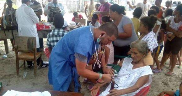 Médicos cubanos en Ecuador. Foto: Enmanuel Vigil/Facebook.