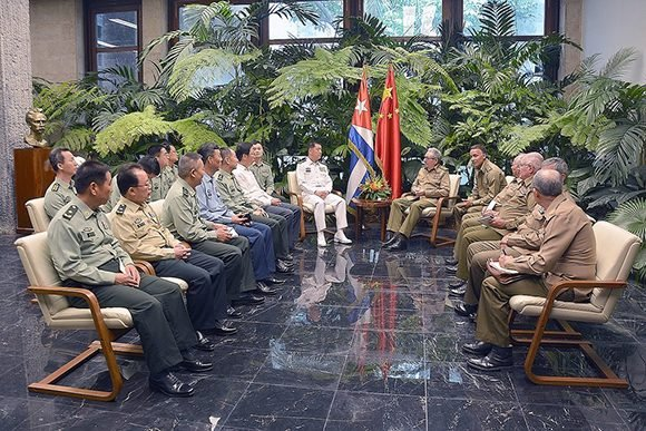 Raul Castro received Chinese Admiral Miao Hua