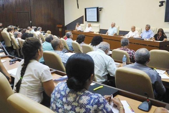Evalúa mandatario cubano propuestas recreativas para el verano