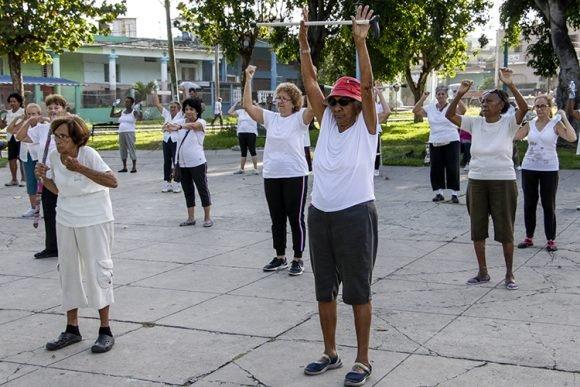 En Cuba, la atención y el respeto a los adultos mayores es una prioridad. Foto: Abel Oadrón Padilla/ Trabajadores.