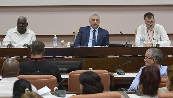 Participa Díaz-Canel en el VIII Congreso de Economistas y Contadores cubanos
