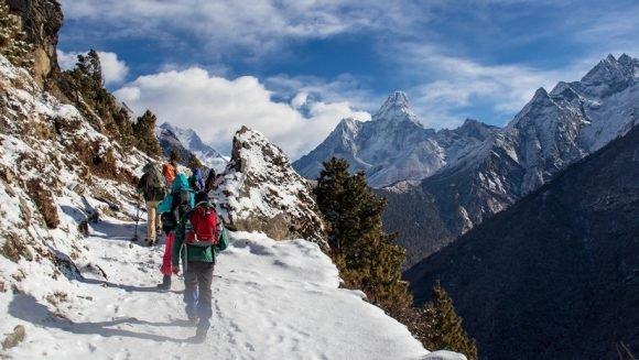 Buscan 8 escaladores en el Himalaya