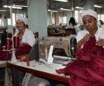Los trabajadores, en mayoría mujeres, renunciaron a las vacaciones de verano con el objetivo de entregar los vestuarios de los estudiantes.