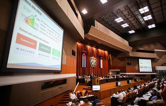 Cuba cumple producciones esenciales pese a restricciones económicas
