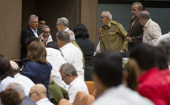 Participan Raúl y Díaz-Canel en sesión ordinaria del Parlamento cubano