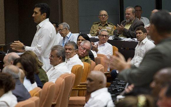 Presentan ante el plenario los siete nuevos diputados que tomaron posesión de sus cargos el miércoles pasado. Foto: Irene Pérez/ Cubadebate.