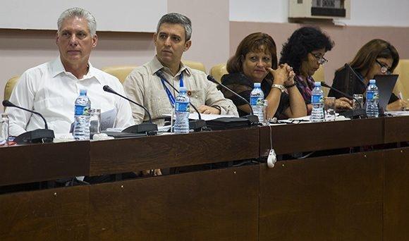 Participa Díaz-Canel en debate parlamentario sobre calidad de los servicios básicos