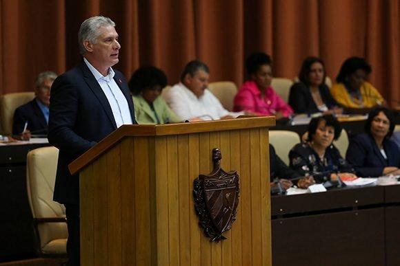 Díaz-Canel: Hay que entregarse en cuerpo y alma a la Revolución