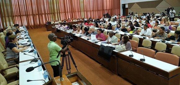 Diputados debaten proyectos de leyes de Símbolos Nacionales, Pesca y Electoral