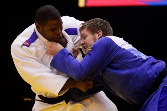 Yordani Fernández Sastre (blanco) de Cuba, combate frente a Benjamín Goodrich, de Estados Unidos, en la final de +100 kg del Para Judo en la Villa Deportiva Nacional (VIDENA). Foto: Calixto N. Llanes/Periódico JIT.