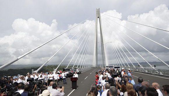 Inauguran puente del Atlántico