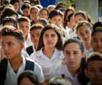 Estudiantes de diferentes niveles de enseñanza participan en el acto provincial de inicio del Curso Escolar 2019-2020, efectuado en el Complejo Educacional Juan José Fornet Piña, de la ciudad de Holguín, Cuba, el 2 de septiembre de 2019. ACN FOTO/Juan Pablo CARRERAS/sdl