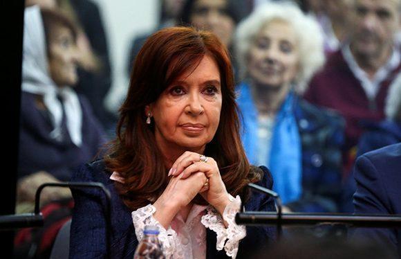 Envían a juicio oral a Cristina Fernández por causa de millonarios sobornos