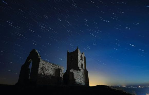 The Draconids: an atypical meteor shower in October