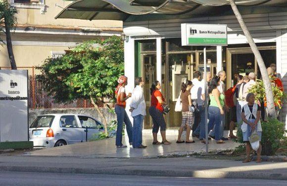 Banco Metropolitano cuenta con 93 sucursales en la capital. Foto: Jose M. Correa/Granma