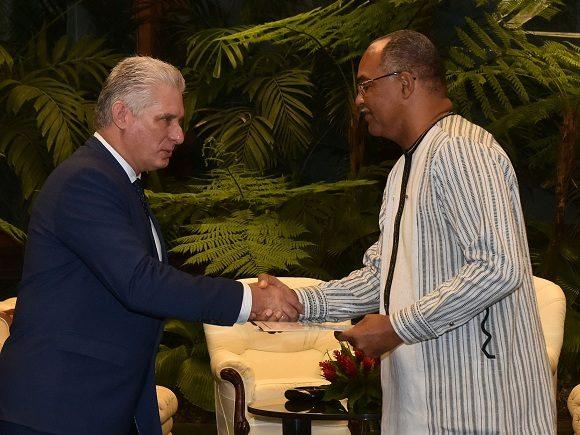 Recibe Díaz-Canel al Excmo. Sr. Alain Thierry Jean Baptiste Ouattara, embajador de Burkina Faso. Foto: Estudios Revolución