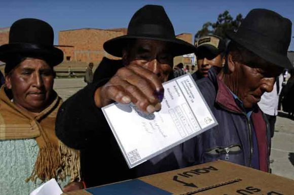 Institución de EE.UU. desmiente a la OEA y niega irregularidades en comicios bolivianos